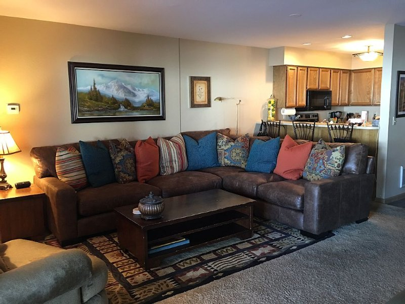 2 Bdr / 2 Bath. Ski right to front patio. Great mountain access!, vacation rental in Park City