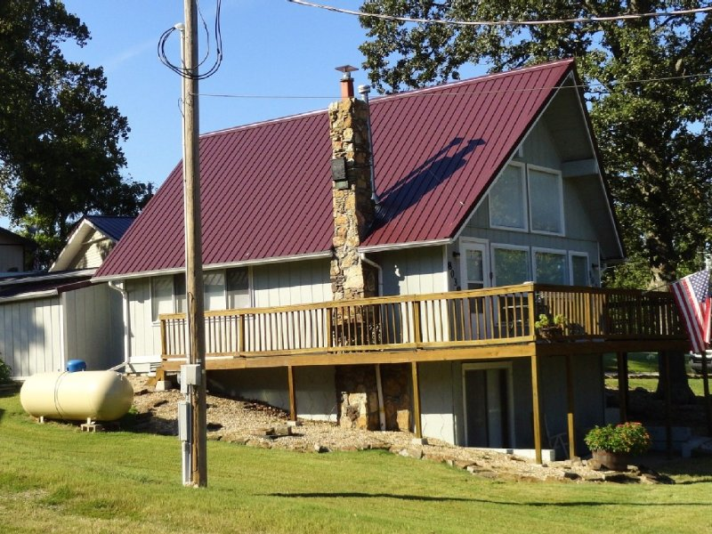 Lakeshore Cottage is a Charming Beaver Lake Area Cabin near Marina, holiday rental in Rogers