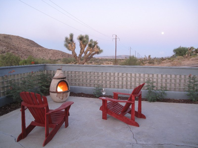 6 Miles to Park Entrance, 5 Acres, Hot Tub, WIFI/cable, vacation rental in Joshua Tree