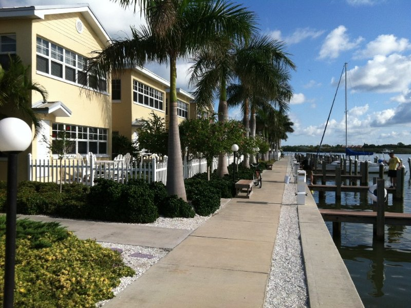 Waterfront Barefoot Beach Condo, Ground Floor, with Boat Slip, vacation rental in Indian Rocks Beach