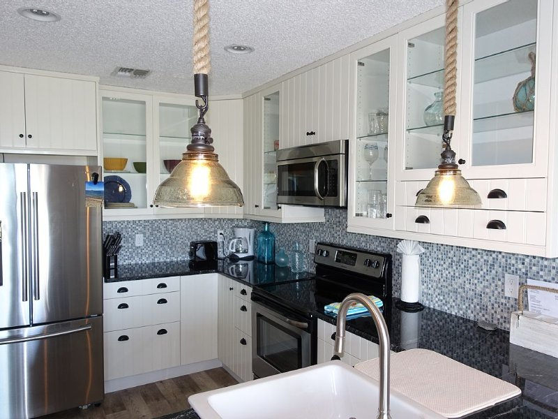 MONTAUK CONDO RENOVATED 1 BEDROOM WATERFRONT ON FORT POND BAY, location de vacances à Hamptons