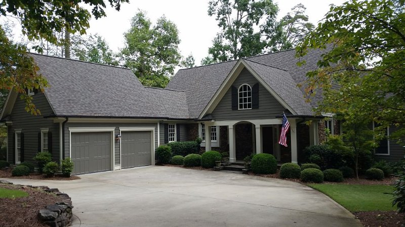 Lake Front & Golf Course View 4 Bed/4.5 Bath in Reynolds!, casa vacanza a Greensboro