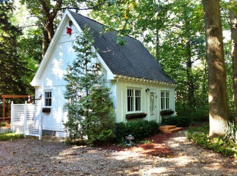 Perfect for Two! A little hideaway in the woods. Tiny House / Romantic Getaway, alquiler de vacaciones en Sawyer
