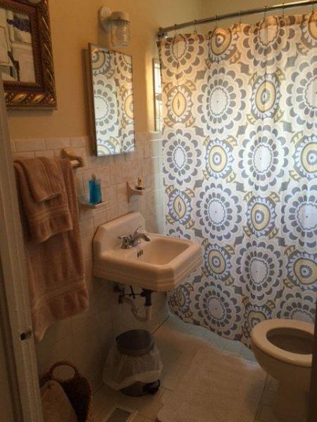 Bathroom-1324 Wellman Ave