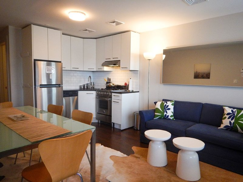 Immaculate 2 Bedroom with garden; close to Manhattan, holiday rental in Brooklyn