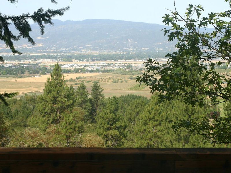 Private Home in the Foothills of Medford, location de vacances à Medford