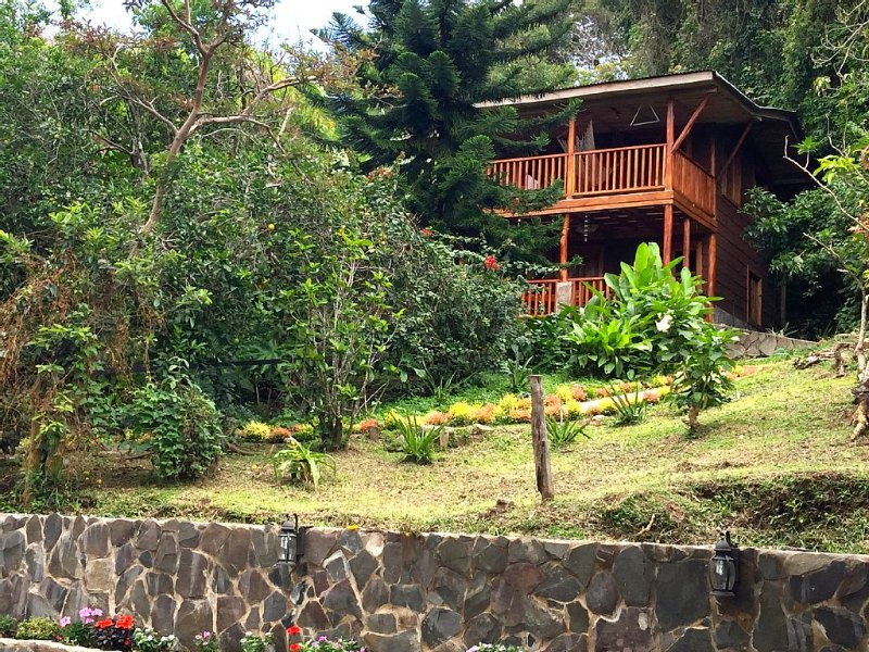 Stunning Artisan Home on Coffee Plantation with Exquisite View, aluguéis de temporada em Manzanillo