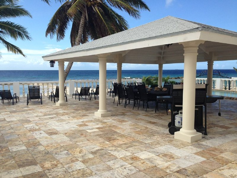 Newly Build - Beachfront - Facing beach swimming pool - 5 bdrm, alquiler de vacaciones en Aruba