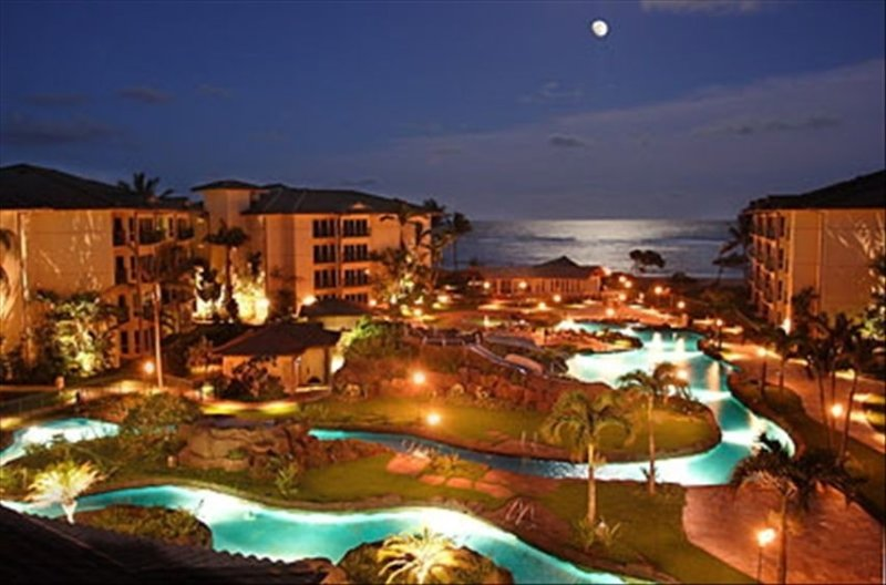 Nighttime under the stars at the Waipouli Beach Resort