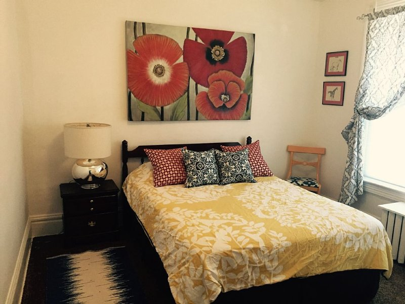 Apartment in the heart of Marquette w/ cable & wifi!!  Next to premier brewpub!!, alquiler de vacaciones en Marquette