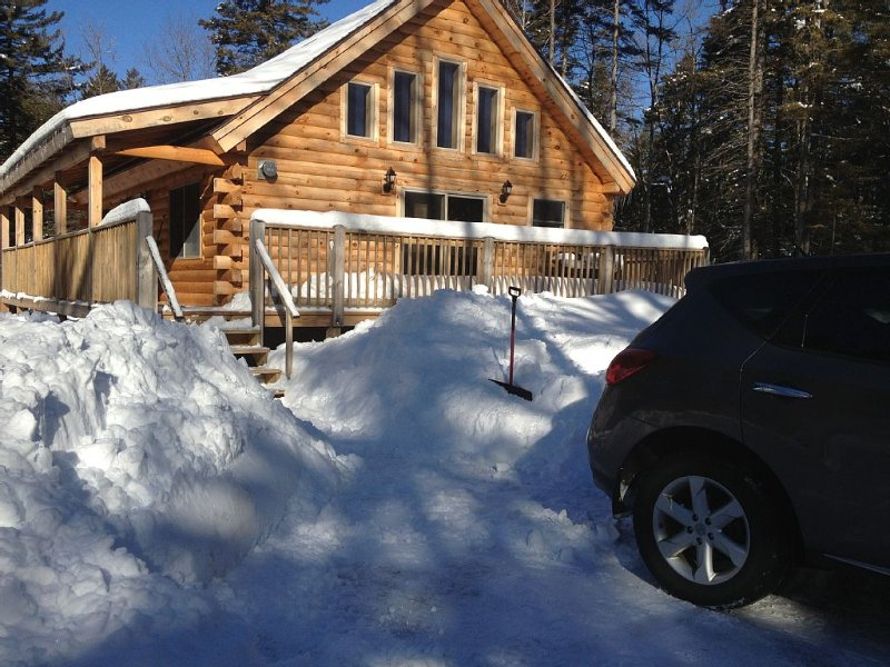 New Log Home In Secluded Lake Ashuelot Estates, holiday rental in Henniker