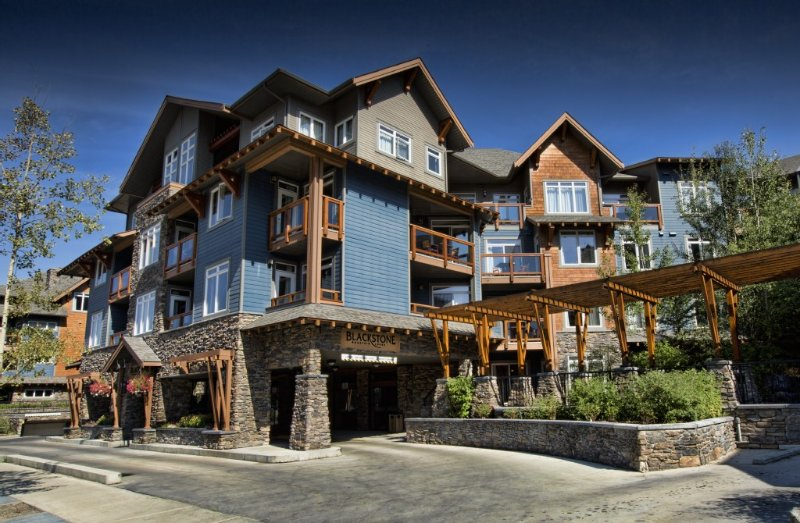 Blackstone Mountain Lodge, Canmore. A 5-10 min walk from Main Street.