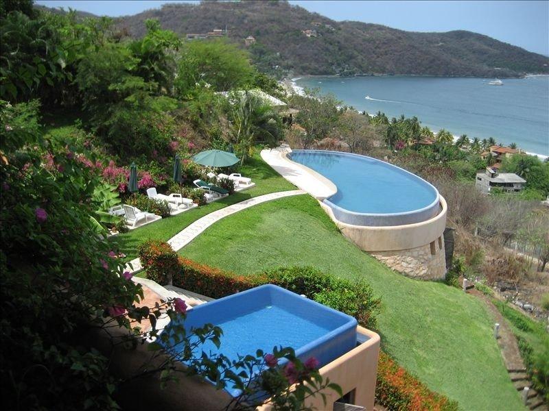 *** Spacious Ocean View Condo Above La Ropa Beach! ***, holiday rental in Zihuatanejo