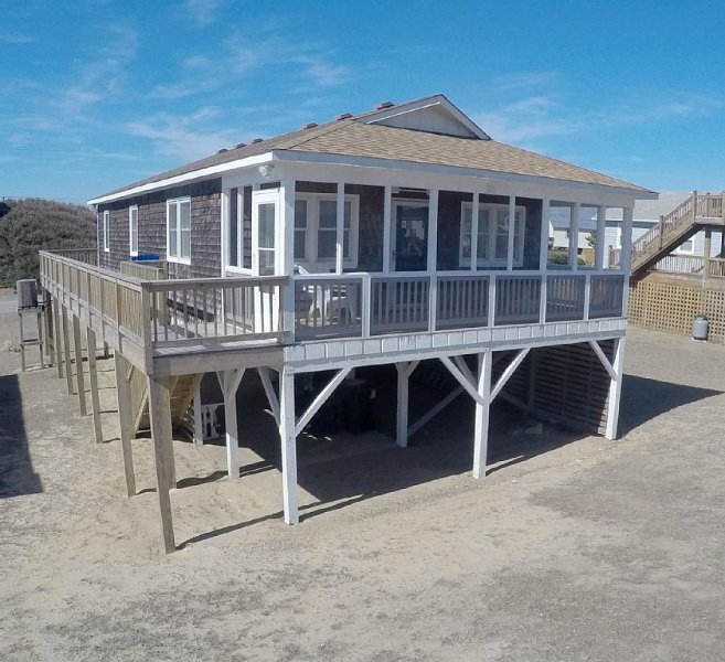 Renovated Cottage W/Screened Porch, Ocean View, 4 Minute Walk To Beach!, vakantiewoning in Kitty Hawk