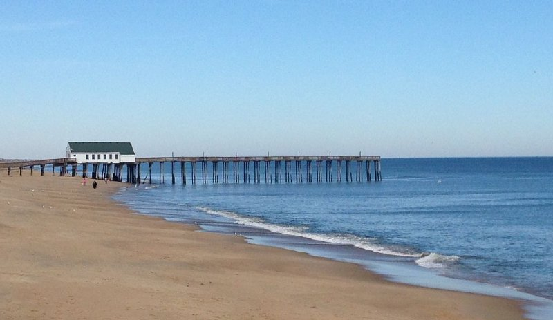 The Avalon pier is just a few minutes away!