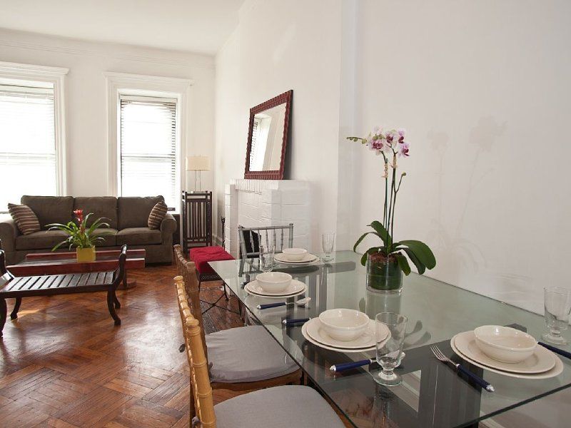 Beautiful One  Bedroom Apartment By Central Park, vakantiewoning in New York