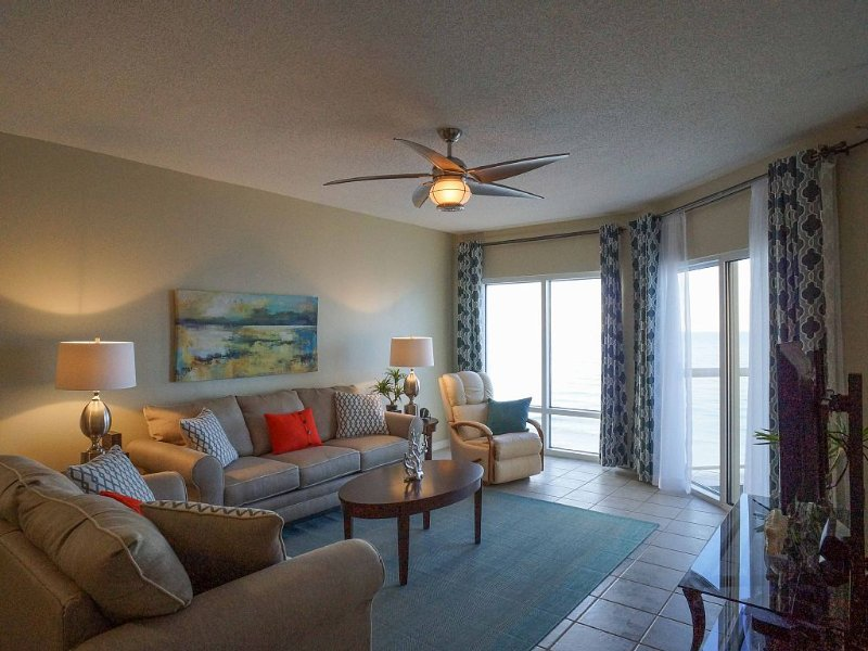 Emerald Isle Highrise Condo 15th Floor Amazing Views, holiday rental in Pensacola Beach