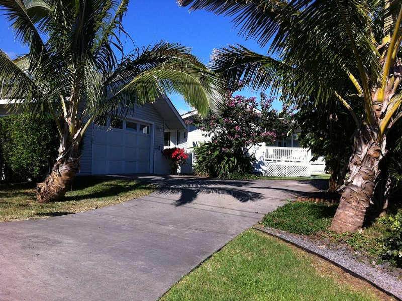 Enjoy the scenic ocean views and year round great weather  at our modern Home, location de vacances à Naalehu