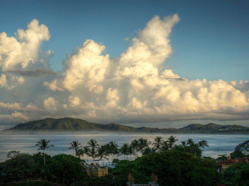 Beautiful Tamarindo 2br 2.5 Bath Condo- Spectacular Ocean Views., alquiler de vacaciones en Tamarindo