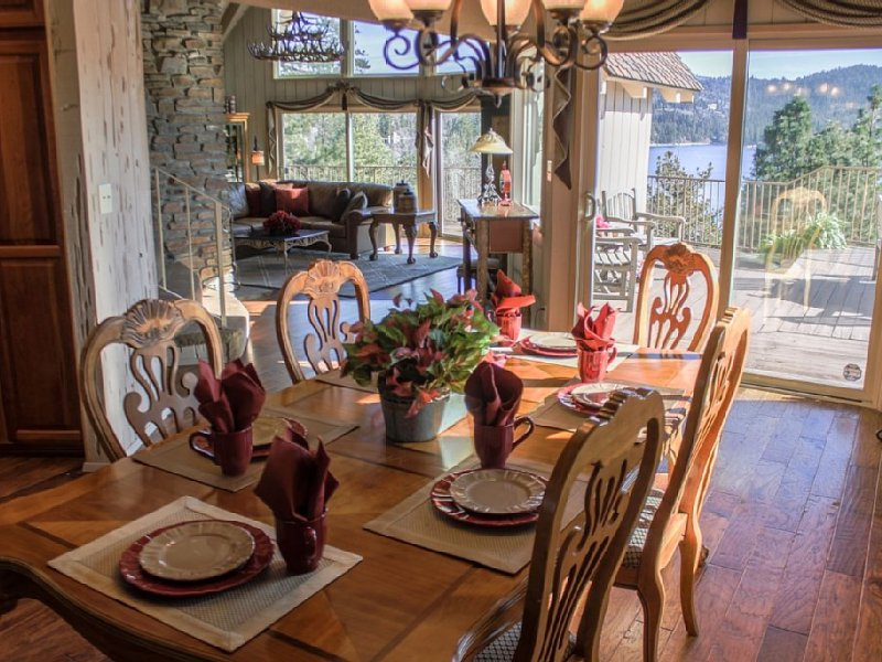 Breathtaking Lake Views from every room!, alquiler de vacaciones en Lake Arrowhead