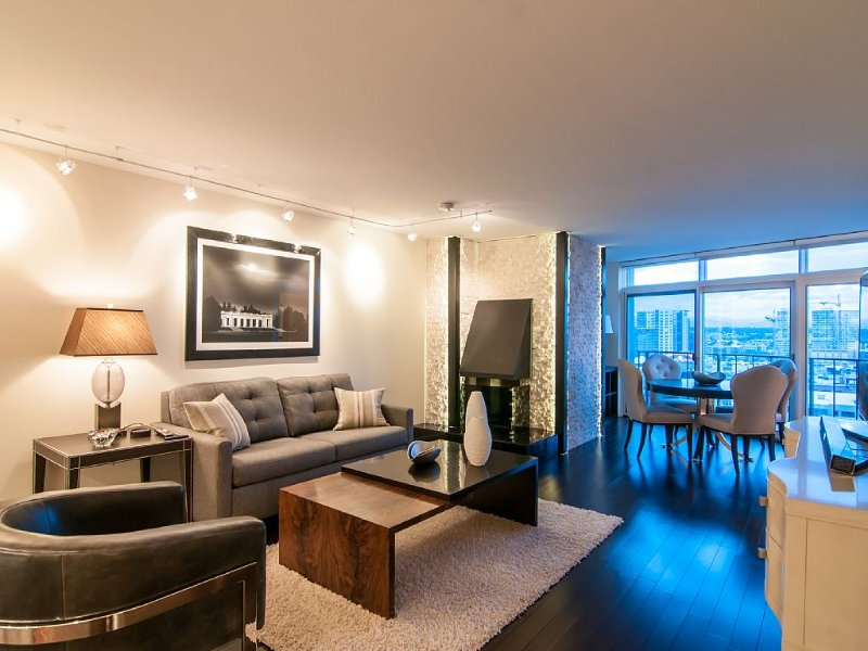 Brand New Breathtaking 1 Bedroom Executive Club Living in the Heart of Downtown, vacation rental in Denver