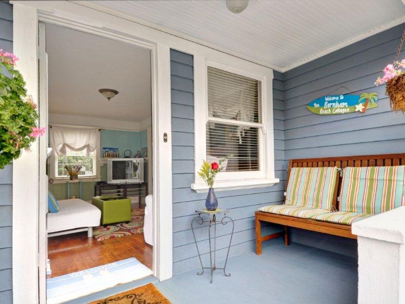 Burnham Beach Cottages #2-Block to Beach!, casa vacanza a Rolling Hills Estates