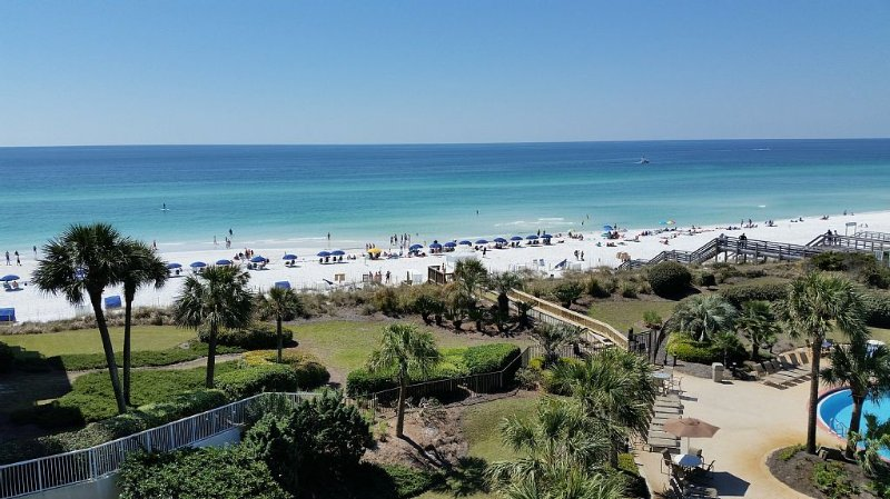 FAMILY FRIENDLY; NEWLY UPDATED; HEAR THE GULF; INCLUDES 2 BEACH CHAIRS/UMBRELLA, vacation rental in Miramar Beach