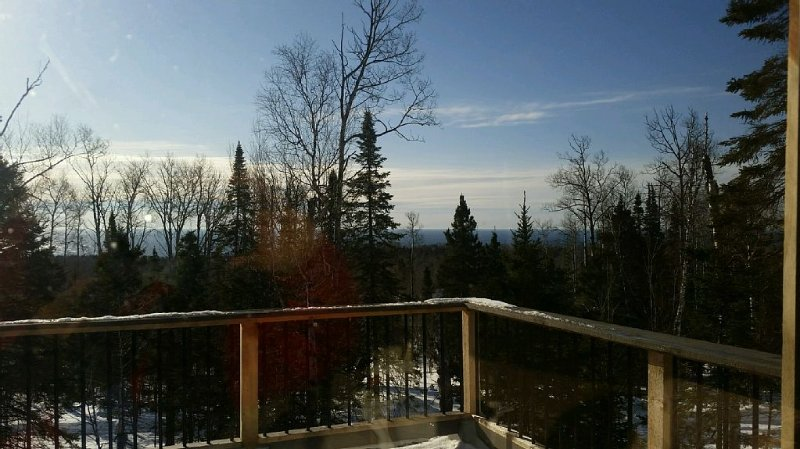 Secluded Lutsen Mountain Post & Beam Cabin with Lake Superior views, location de vacances à Lutsen