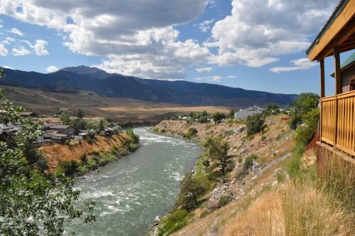 Mountain King Cabin above the Yellowstone River Close to Yellowstone Park, holiday rental in Gardiner