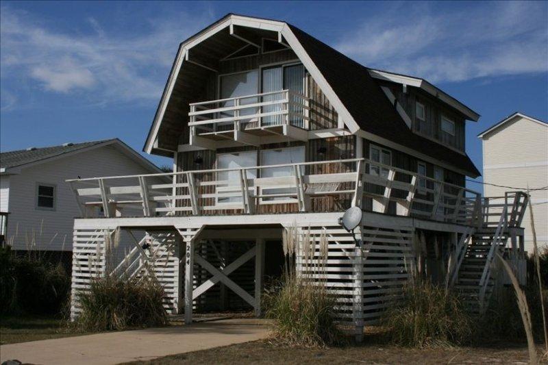 Great Beach House - Kill Devil Hills, One Row from Oceanfront, location de vacances à Kill Devil Hills