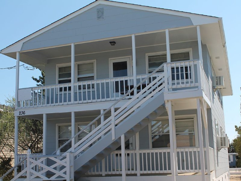 Perfect Vacation Summer Spot in LBI NJ (2nd Floor), holiday rental in Beach Haven West