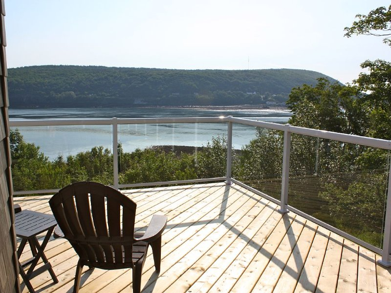 Oceanfront Vacation Home, minutes from Downtown Digby, holiday rental in Annapolis Royal