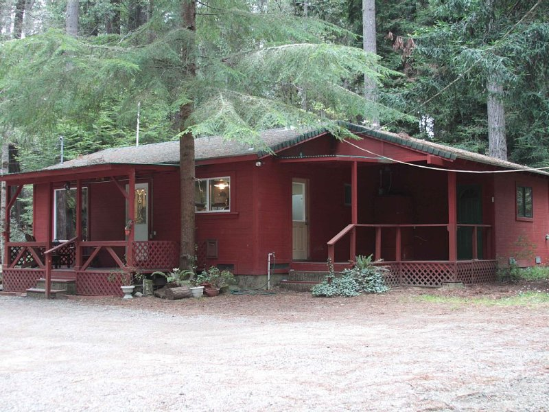 Kona Cabin in the Redwoods, location de vacances à Mendocino County