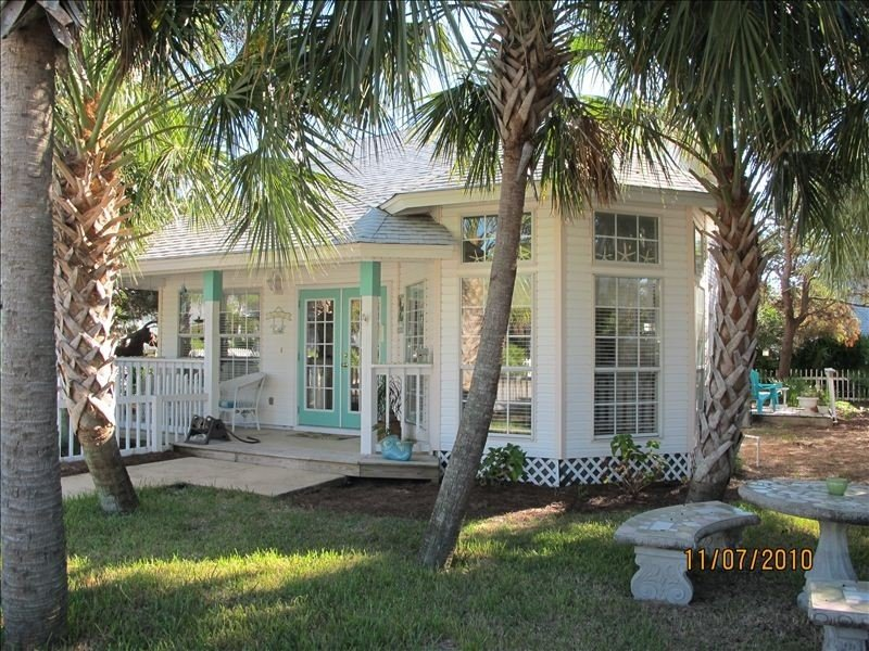 Sea La Vie Cottage:  Charming and Convenient Home, vacation rental in Destin