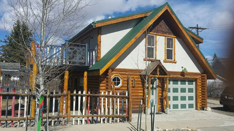 Fin+Pin Lodge, historic downtown, wifi, cable tv, deck, patio, fireplace, view, holiday rental in Red Lodge