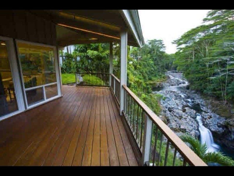 Gorgeous! The Waterfall Retreat At Reed's Island, alquiler de vacaciones en Pepeekeo