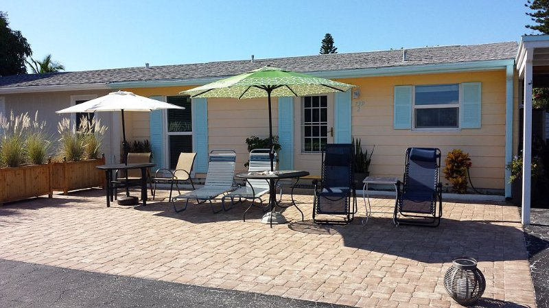 Beach Escape to Longboat Key, Waterfront Sunrises/Sunsets, Gulf Beach Access, holiday rental in Longboat Key