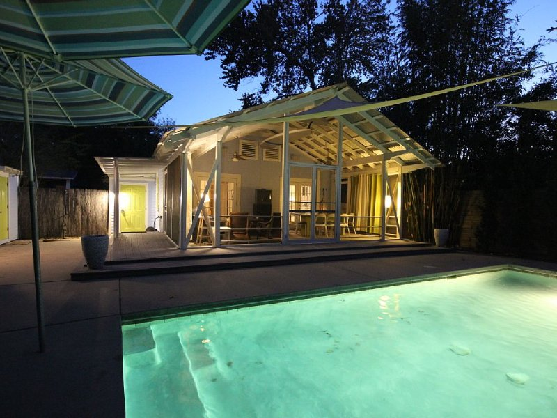 1 1/2 Block From Beach With Private Pool, casa vacanza a Bay Saint Louis