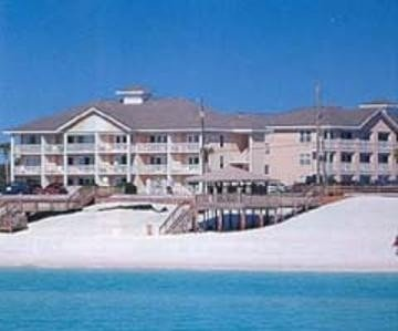 Summer Special $175/night includes Cleaning & Wi-fi! Steps from private beach!, vacation rental in Miramar Beach