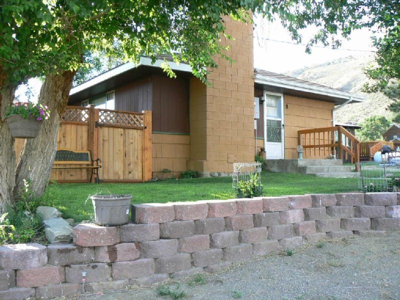 Cozy Home 10 blocks from Yellowstone Park, alquiler de vacaciones en Gardiner