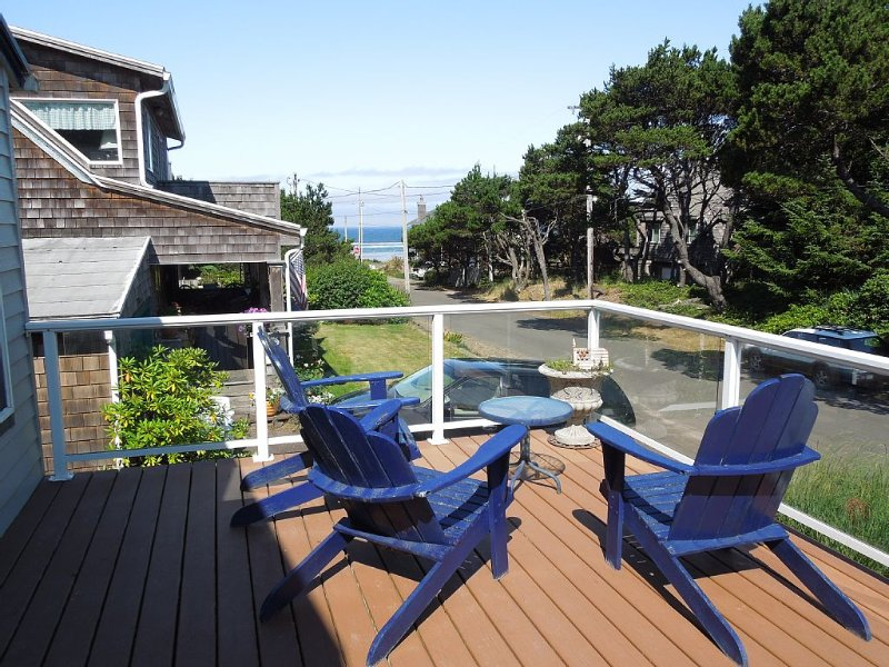 Family & Pet Friendly Ocean View Home - Half Block To The Beach, aluguéis de temporada em Manzanita