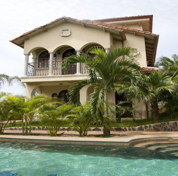 House in gated community, 2 Bd, 2 & 1/2 bath, pool, sandy beach, Ferienwohnung in Tamarindo