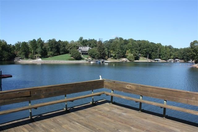 Secluded Cove off Main Channel with one of the Best Docks on LKN!, vacation rental in Mooresville