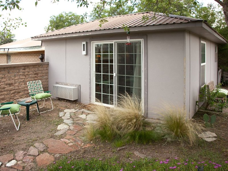 My Casita: Serene Renovated Adobe W/ Sunset Views, Courtyard,  AC/Heat, WiFi, vacation rental in Marfa