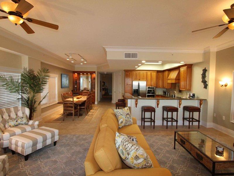 The Riviera Grande - Entire 3rd Floor - Luxury Ocean Front, casa vacanza a Saba