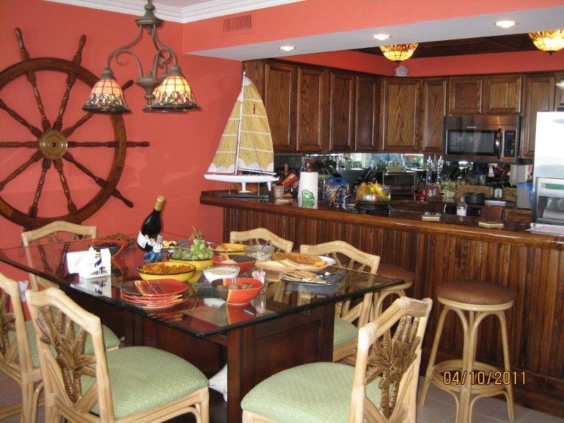 Table à manger se trouve six plus quatre à la barre de bois Cypress sur mesure.