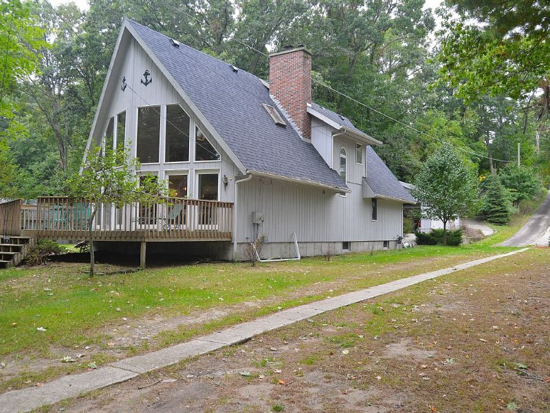Home On White Lake With Private Frontage, Sleeps 10, Modern Kitchen, holiday rental in Muskegon County