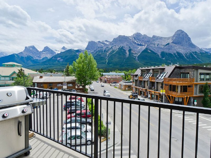 Top Floor/Corner Unit! Panoramic Mountainview Condo, 2bd + 2ba; Sleeps 6, location de vacances à Les Rocheuses canadiennes