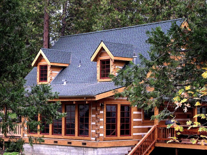 The Mount's Bass Lake Log Cabin with WIFI Access in Willow Cove, vacation rental in Bass Lake
