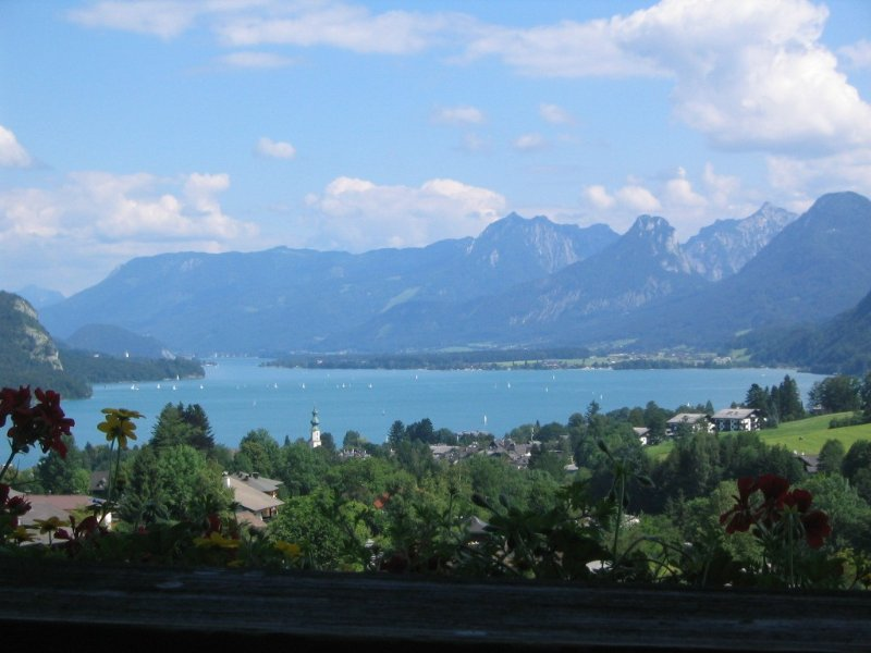 Mountain View Loft on Lake Wolfgang Close to Salzburg, casa vacanza a Strobl